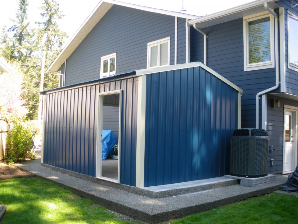 Small Metal Car Garage, Coquitlam, BC